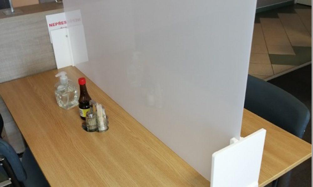 dělení stolu firemní jídleny